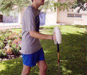 Patentan un bastón de senderismo electrónico que genera electricidad para recargar dispositivos móviles